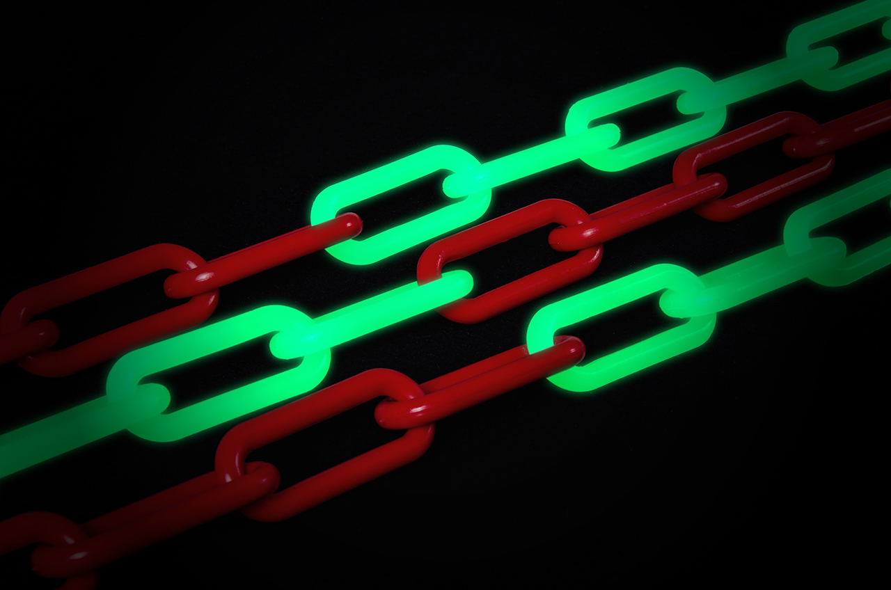 Luminescent chains